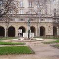 Lyon en images : la presqu'île, les quais et la croix rousse.