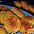 Mini-madeleines aux oignons caramélisés et aux lardons