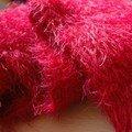 Une écharpe peluche (Louinie) rouge vif