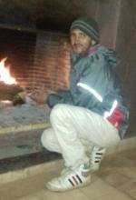 Mohamed a démarré le feu de cheminée