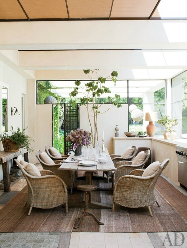 ellen-degeneres-dining-room-wicker-chairs_AD