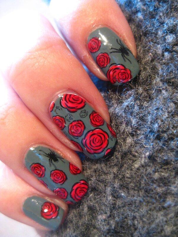 20141017 manucure esprit roses gothique halloween plaque floral002 delaney (6)