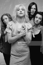 courtney_love-1993-by_kevin_cummins-1-hole-4