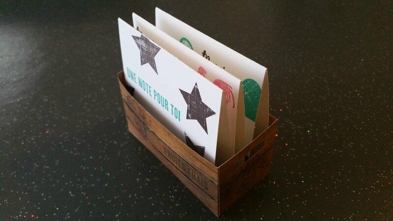 14f Caisse en bois et ces cartes