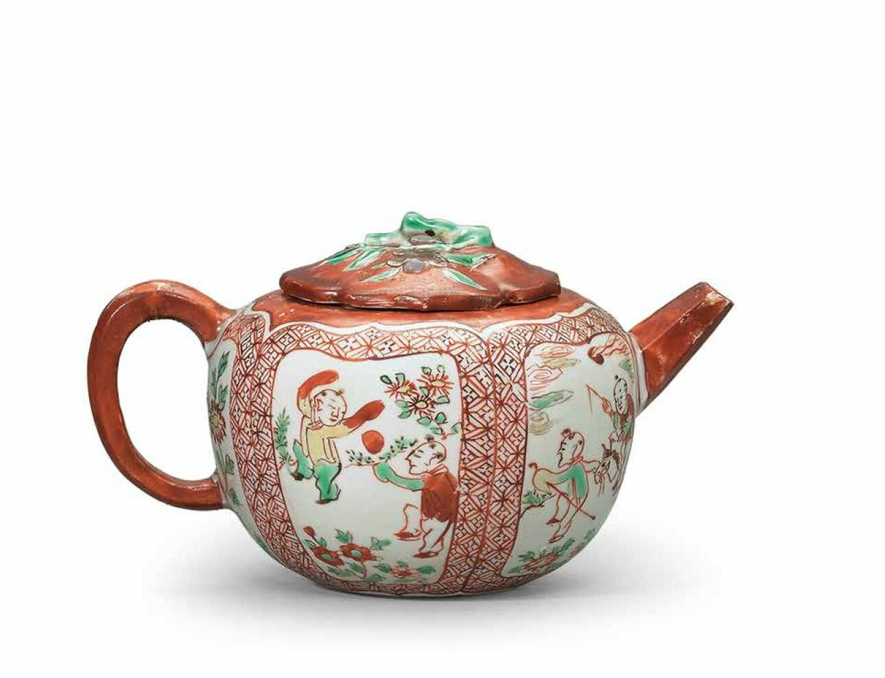 A very rare Kinrande tea pot, Jiajing period (1522-1566)
