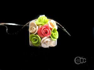 Pendentif carré roses vert-rose-saumon-beige-crème