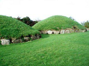 Newgrange_Knowth__9_a