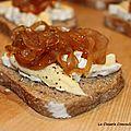 Tartine camembert et confit d'oignons