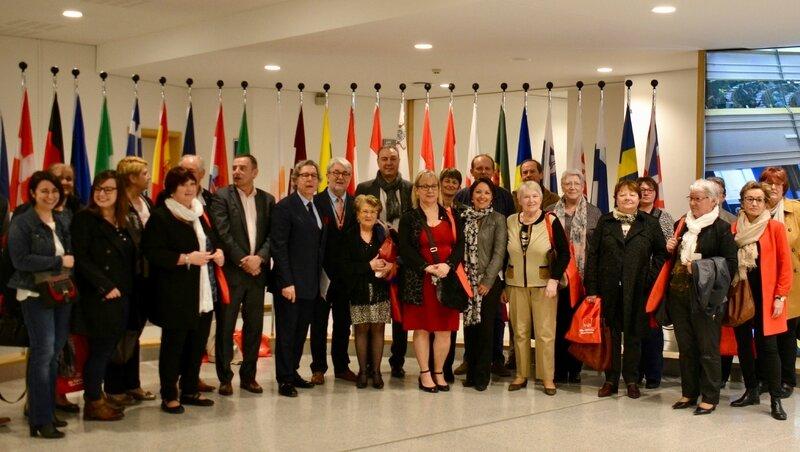 PARLEMENT EUROPÉEN 2017 DÉLÉGATION CCAS groupe drapeaux 2