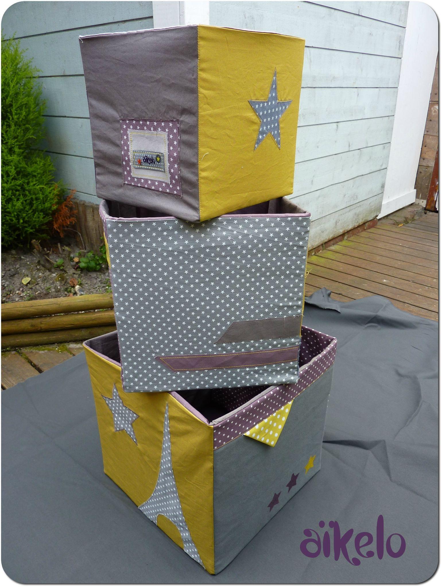 une robe des cubes de rangement et des gilets molleton. Black Bedroom Furniture Sets. Home Design Ideas