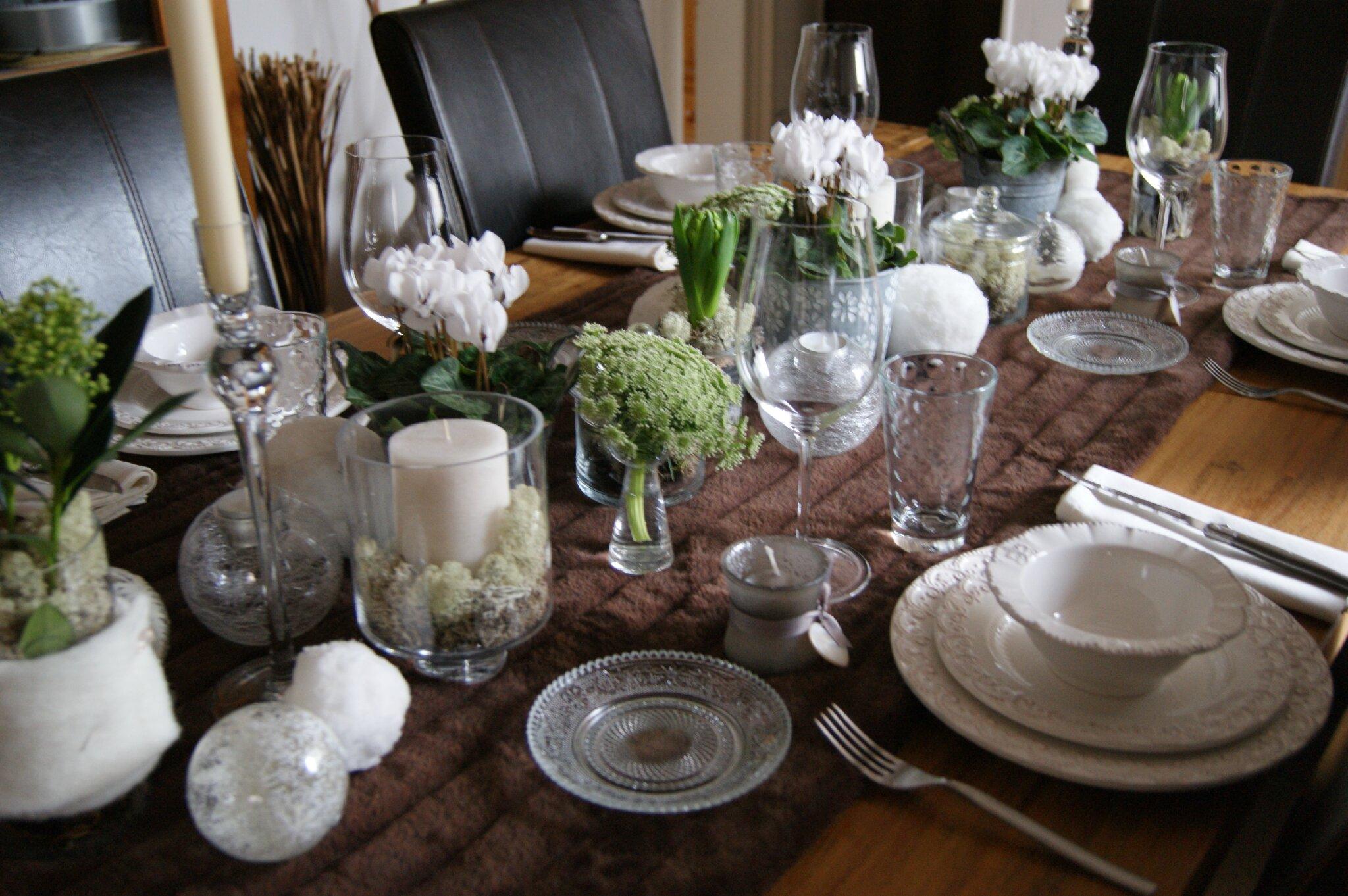 bonjour aujourd 39 hui je voudrais vous pr senter les tables de pralinette. Black Bedroom Furniture Sets. Home Design Ideas