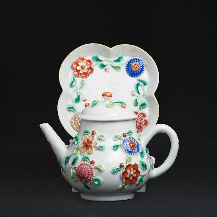 Teapot on presentoir, China, Yongzheng period