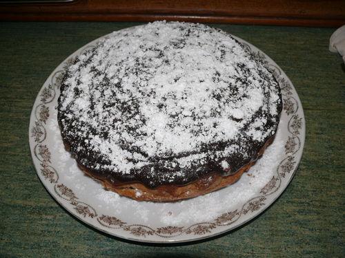 2008 10 08 Un gâteau simple avec une ganache de chocolat dessus que Cyril viens de faire