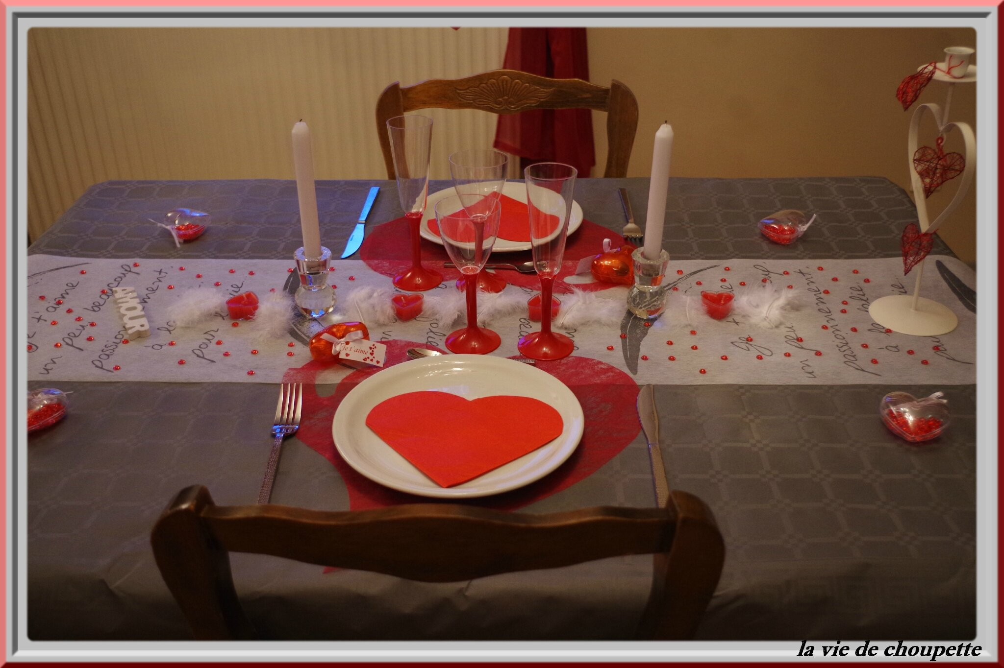 MA TABLE SAINT-VALENTIN GRISE ET ROUGE 2015