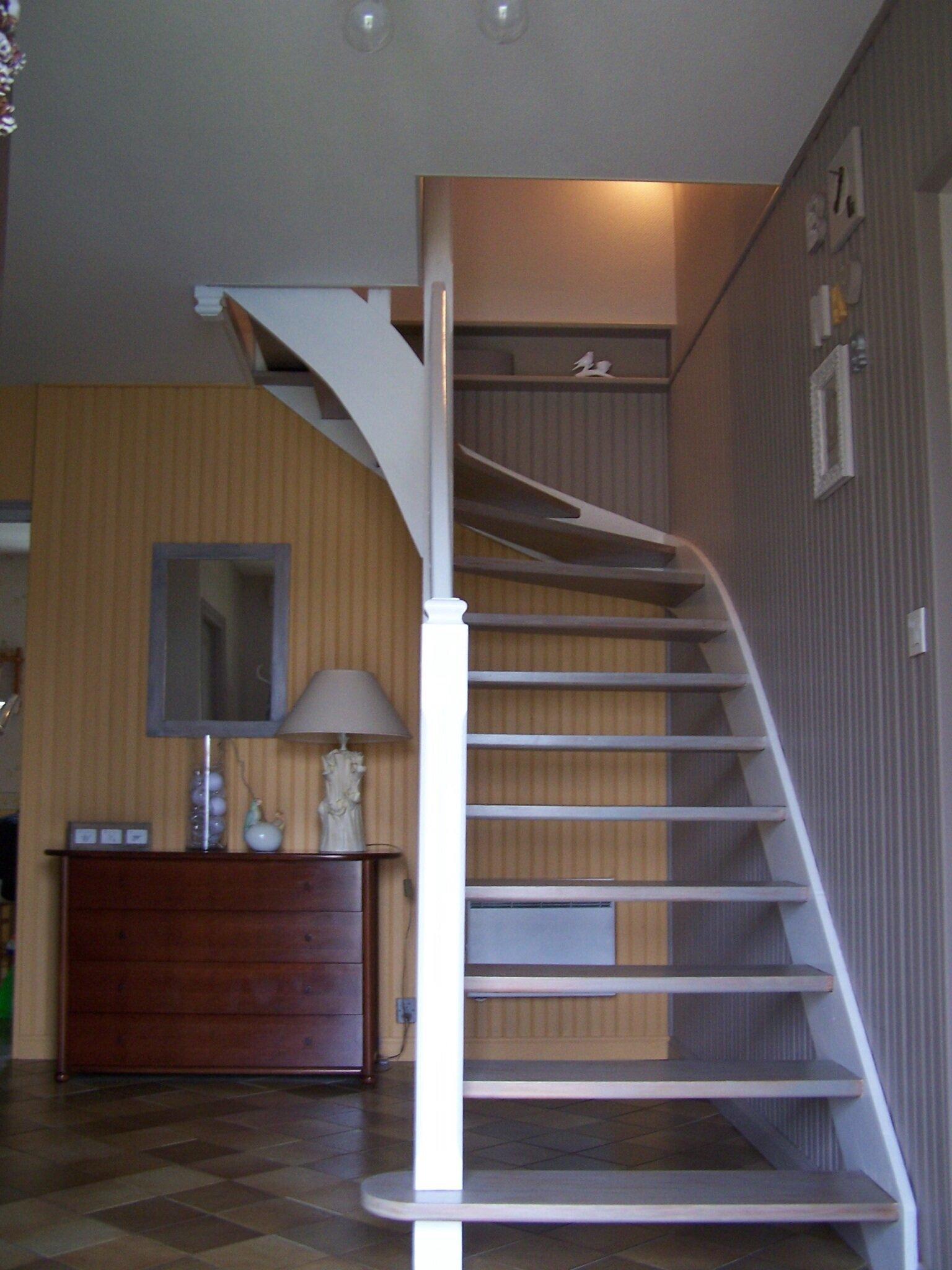 Relooking entr e avec escalier claudine br ger for Deco hall d entree avec escalier