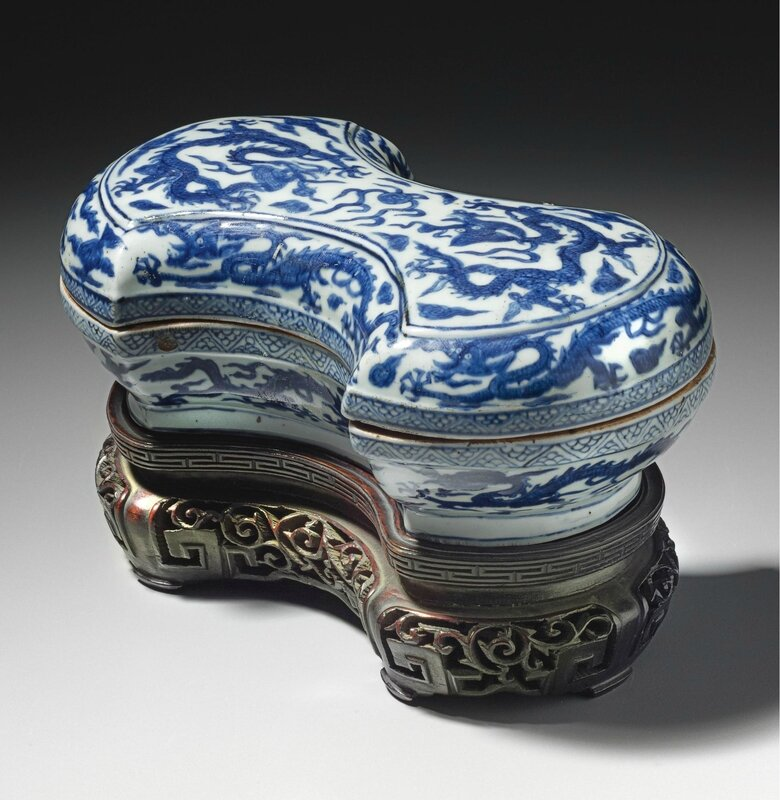 A blue and white ingot-shaped box and cover, Wanli mark and period