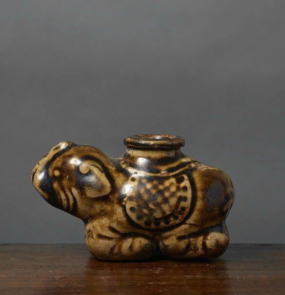 Pipe à eau en forme d'éléphant, Vietnam, dynastie des Lê, 18e siècle