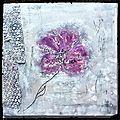 Tableau home déco avec fleur violet sur un fond gris blanc noir