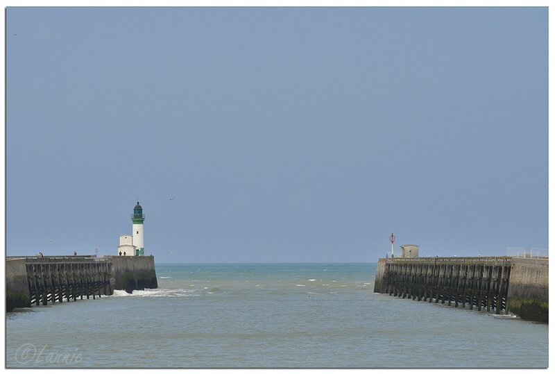 Normandie_Le_Treport_phare_chenal