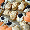 Blinis au philadelphia, oeufs de lumps, saumon fumé et rillettes de saumon