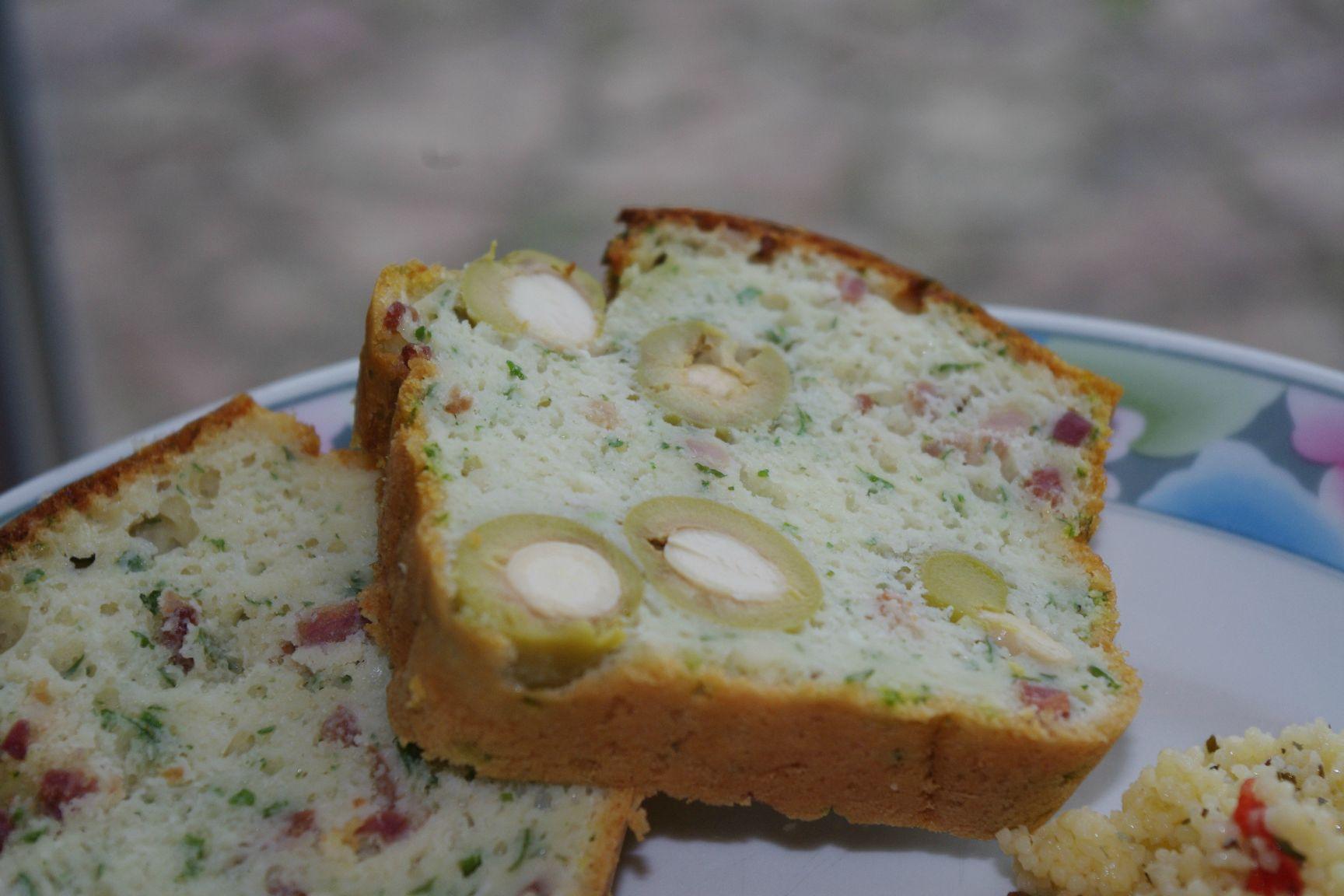 Cake au persil, lardons & olives vertes