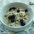 Muesli de quinoa aux bleuets et aux amandes effilées, sans gluten et sans lactose