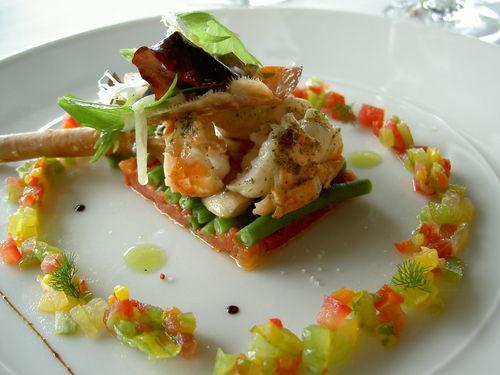 sur une salade de haricots verts aux 3 tomates gambas sauvages