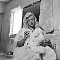 jayne_pink_palace-inside-bathroom-1960-08-19-a