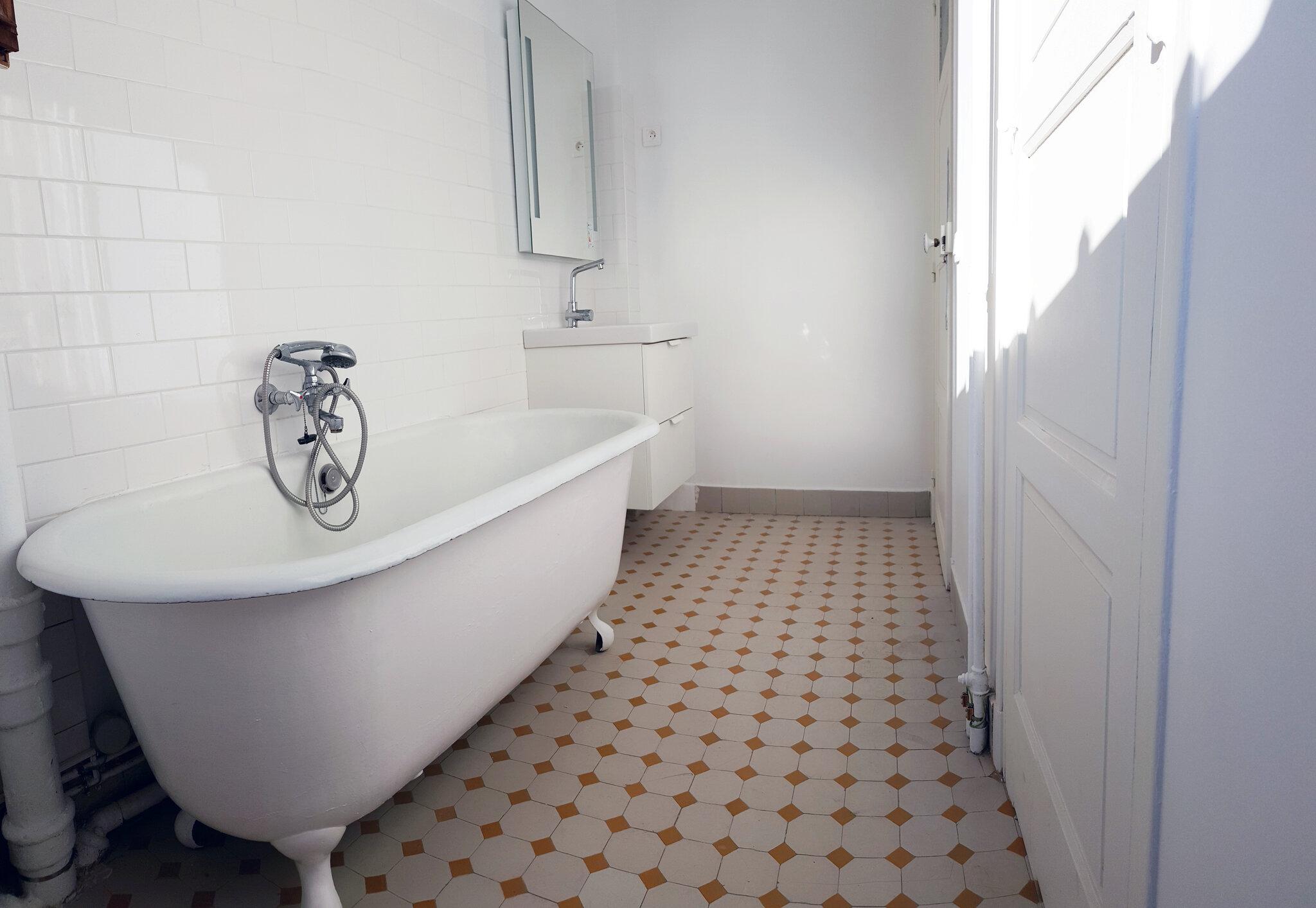 Salle de bain a vendre 4 pi ces de 94 2 m paris 19e for Salle de bain 94 jeu