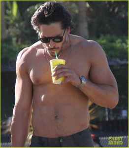 joe-manganiello-shirtless-at-coachella-09