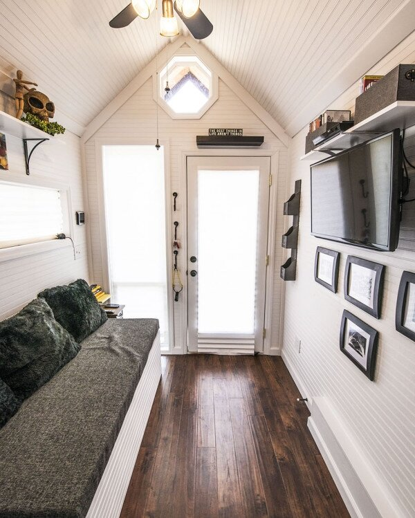 Mendys-Tiny-House-Interior-Looking-Forward-600x749