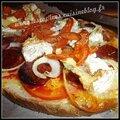 Bruschetta tomate, chorizo, oignon, herbes, camembert