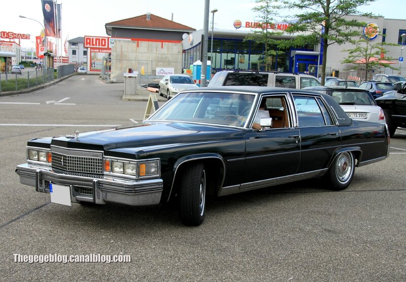 Cadillac fleetwood brougham 4door sedan (Rencard Burger King juin 2013) 01