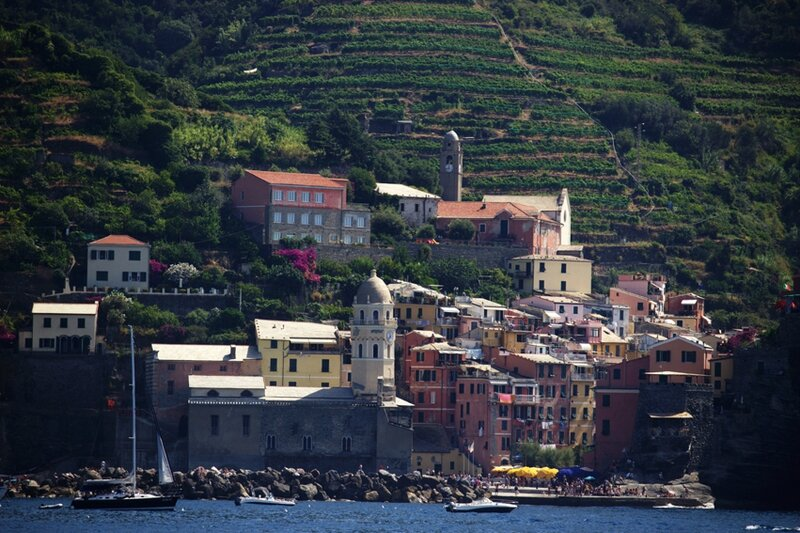 56-follow-me-white-rabbit-cinque-terre-italie-VERNAZZA