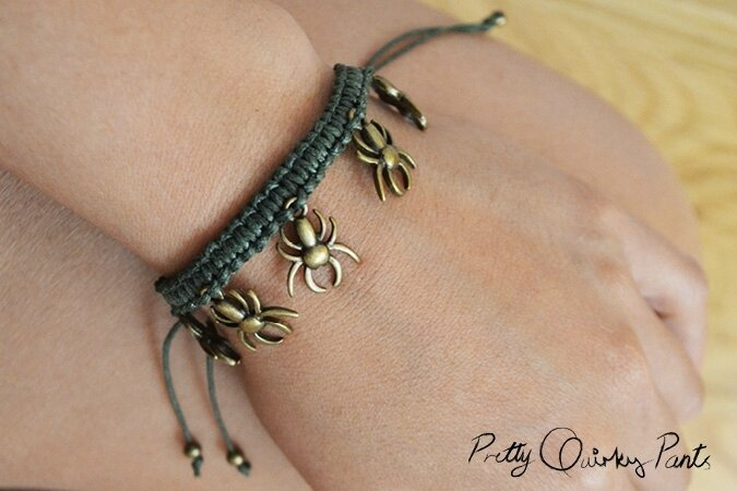 Halloween-Jewelry-DIY-spider-macrame-bracelet