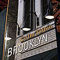 Brooklyn de colm tóibín chez robert laffont, collection pavillons