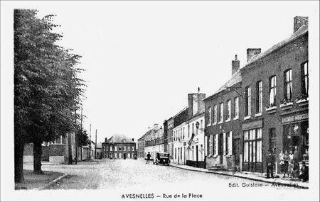 AVESNELLES-Rue de la Place