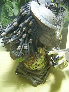 Predator_Defeated_mini_bust3