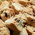 Biscuits marocains aux amandes et aux raisins secs