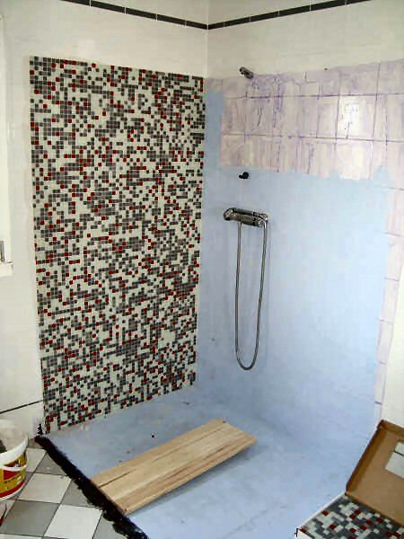 Etanch it l 39 eau sous carrelage photo de douche en for Etancheite sur carrelage douche