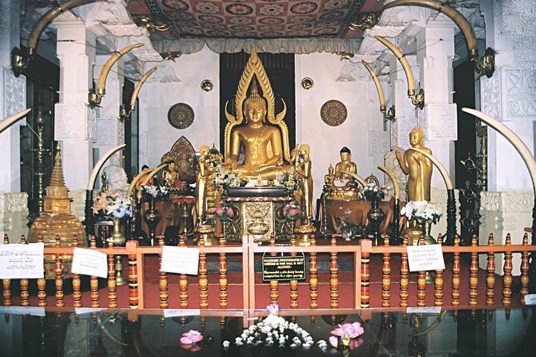 a11_a-img032_Kandy_temple_détail - Copie
