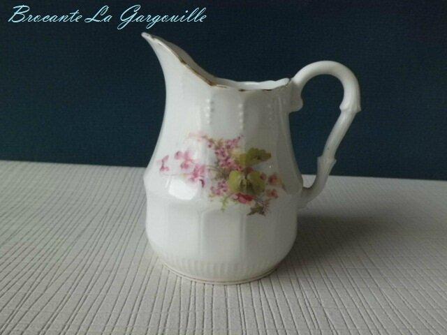 pot-a-lait-porcelaine-ancienne-decor-violette