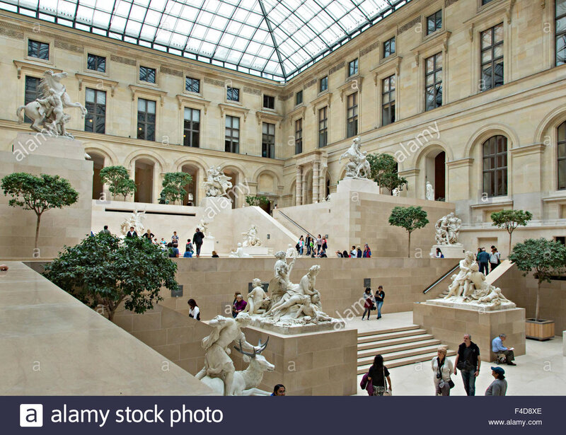 europe-france-paris-louvre-the-cour-marly-of-the-louvre-a-huge-gallery-F4D8XE