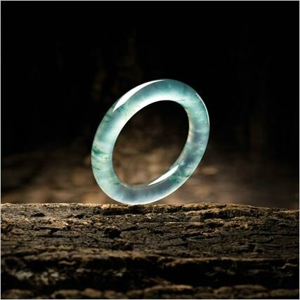 Fine Icy Jadeite Bangle