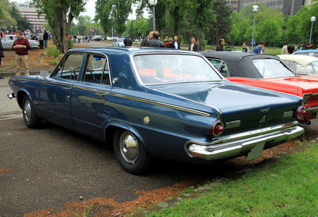 Dodge_dart_270_4door_sedan_de_1964__Retrorencard_mai_2010__02