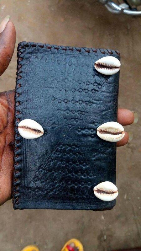 le portefeuille magique a 4 oeuil d 39 gypte du marabout ogou grand medium marabout africain. Black Bedroom Furniture Sets. Home Design Ideas