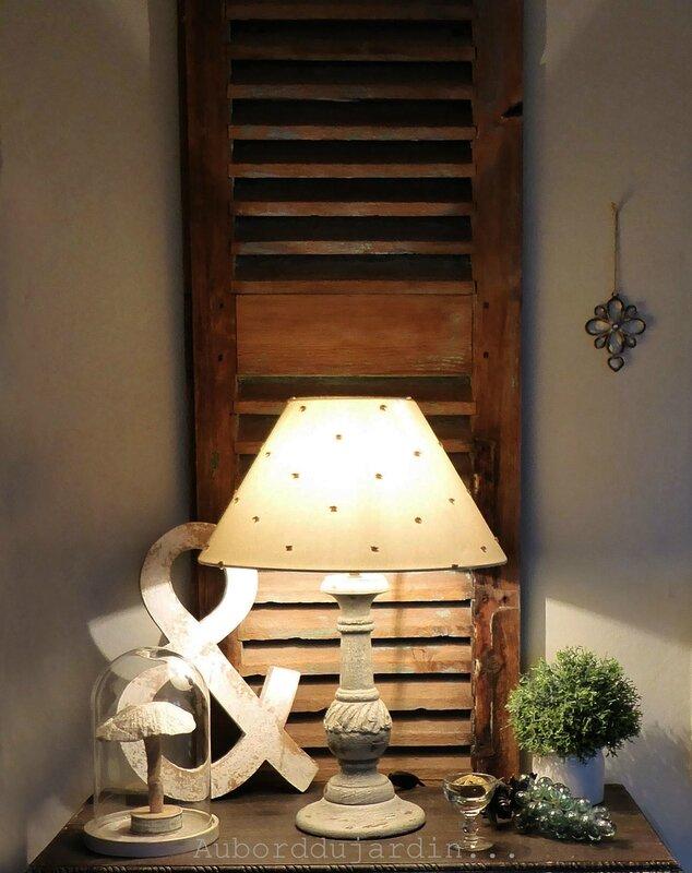 Sous la lampe