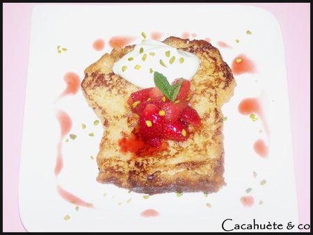 Brioche_perdue_au_lait_d_amande__poel_e_de_fraises_au_miel_et_mousse_mascarpone_pistache_2