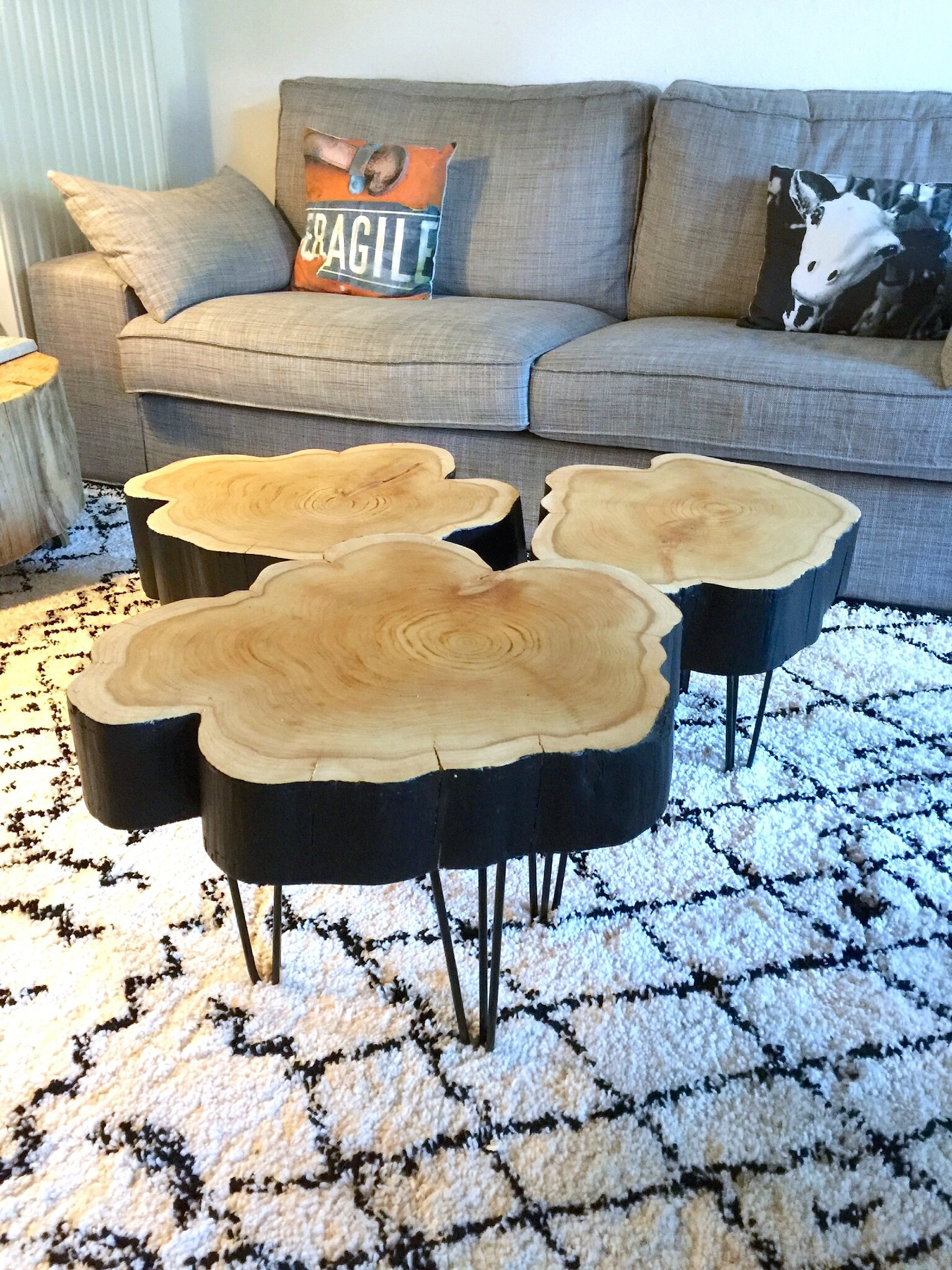 petites tables rondins sur hairpin legs barbatruc et r cup. Black Bedroom Furniture Sets. Home Design Ideas