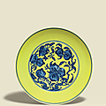 A large finely painted yellow-ground blue and white 'Nine Peaches' dish, Qianlong six-character seal mark in underglaze blue and of the period (1736-1795)
